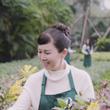 远大美业董事长冯敏女士调制出植物原液,开启天然植物原液化妆品新时代。